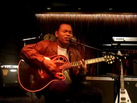 Francis Gunayon Playing I'm Yours At AMC (Hong Kong)