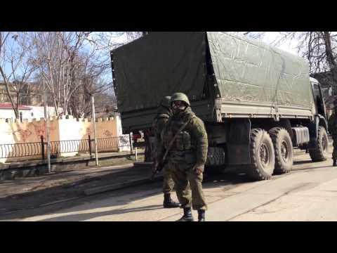 Русские солдаты стоят