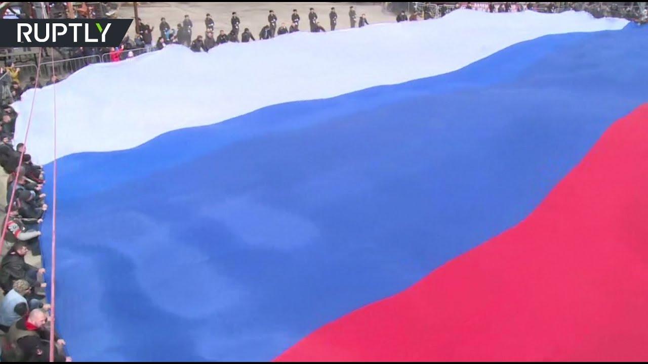 «Ночные волки» развернули в Крыму самый большой флаг России