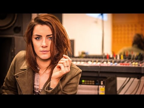 Lucie Jones - Never Give Up On You (Instrumental)