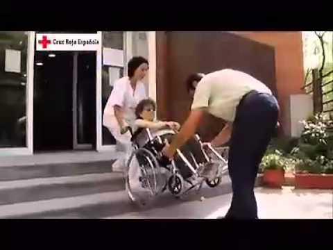 Subir y bajar escaleras con silla de ruedas youtube for Sillas ascensores para escaleras precios