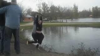 Корпоратив пошел не по плану!упала в воду на тарзанке!