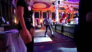 Катя Самбука в клубе сводит с ума мужчин Katya Sambuca makes men crazy in the club