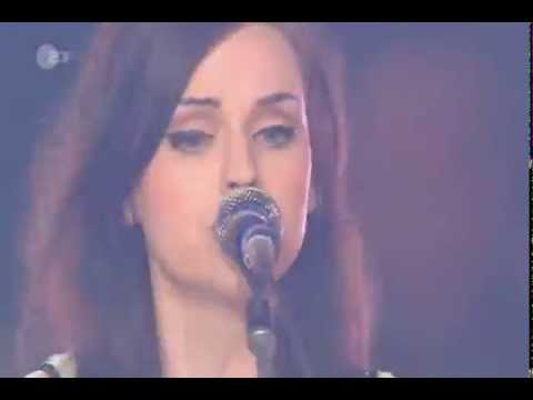 Amy Macdonald - LIVE - Don't Tell Me That It's Over (Wetten Dass... 2010)