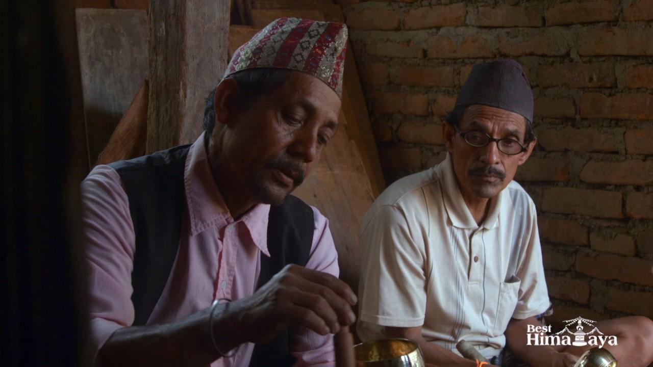LA MAGIE DU SON....                     Fabrication des bols chantants au Népal