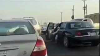 بالفيديو.. أسد طليق يثير الرعب في شوارع الكويت