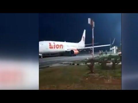 Pesawat Lion Air Tabrak Tiang di Bandara Bengkulu, Sayap Robek Mp3