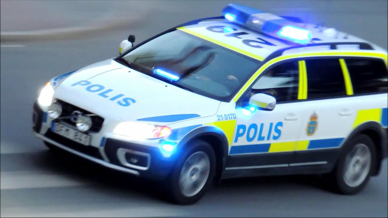Polisbil P 229 Utryckning Med Sirener Amp Bl 229 Ljus 27 Juni 2015