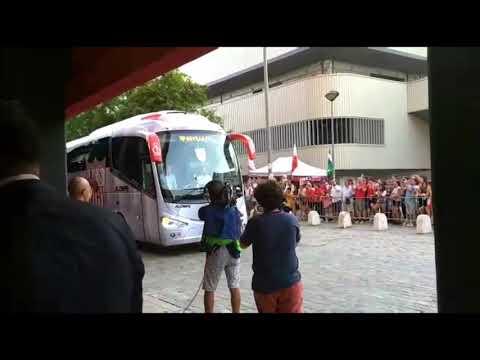 Llegada del Sevilla al Ramón Sánchez Pizjuán para recibir al Espanyol