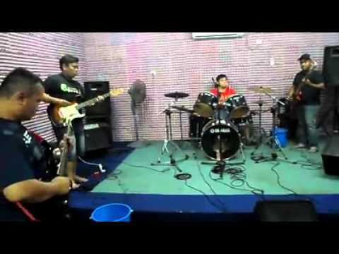 Zakiah cover by brother's n rose