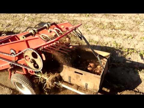 Минитрактор мтз 082 Белорусь картофелеуборочный Комбайн. смотреть онлайн