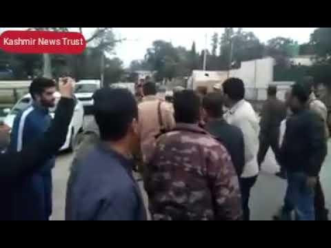 Kashmir News Trust: See how Jammu police fighting with Former  MLA  Aijaz Mir  and MLC Firdous Tak