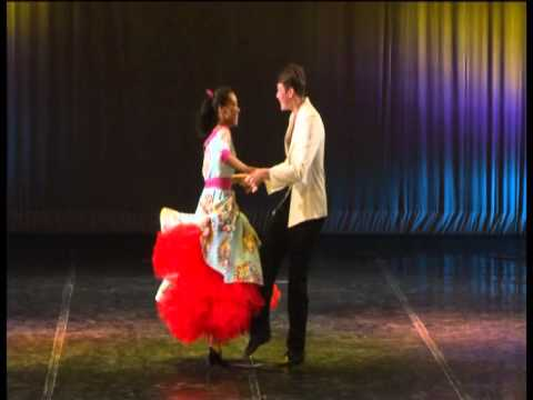 Танец под песню королева красоты в детском саду видео