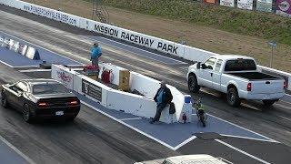 U didn't expect that !! Hellcat vs Ford pickup truck-drag race