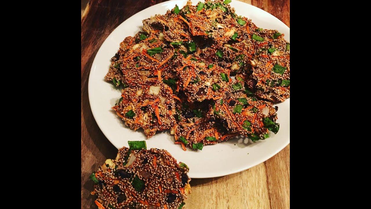 Raw vegan crispy veggie crackers dehydrated series youtube forumfinder Images