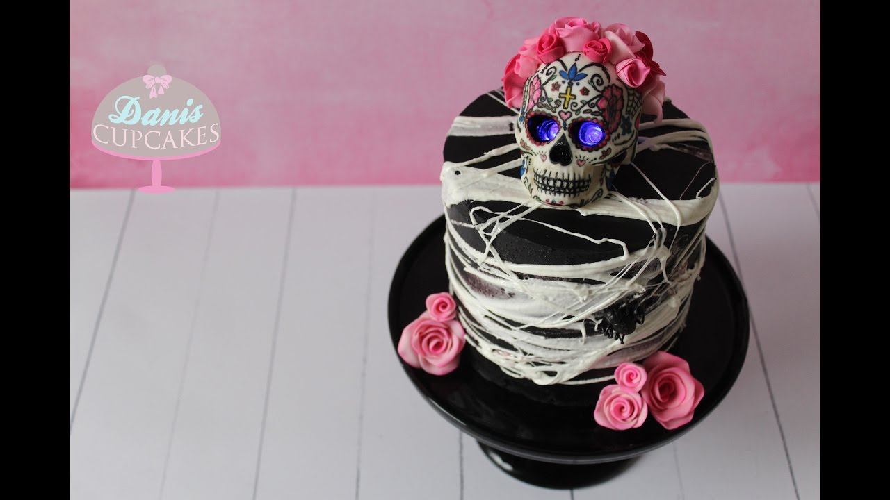 halloween totenkopf torte fondant rosen modellieren schwarze ganache danis cupcakes youtube. Black Bedroom Furniture Sets. Home Design Ideas