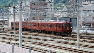 """しなの鉄道で走り始めた115系改造の観光列車""""ろくもん""""が 長野駅7番ホー..."""