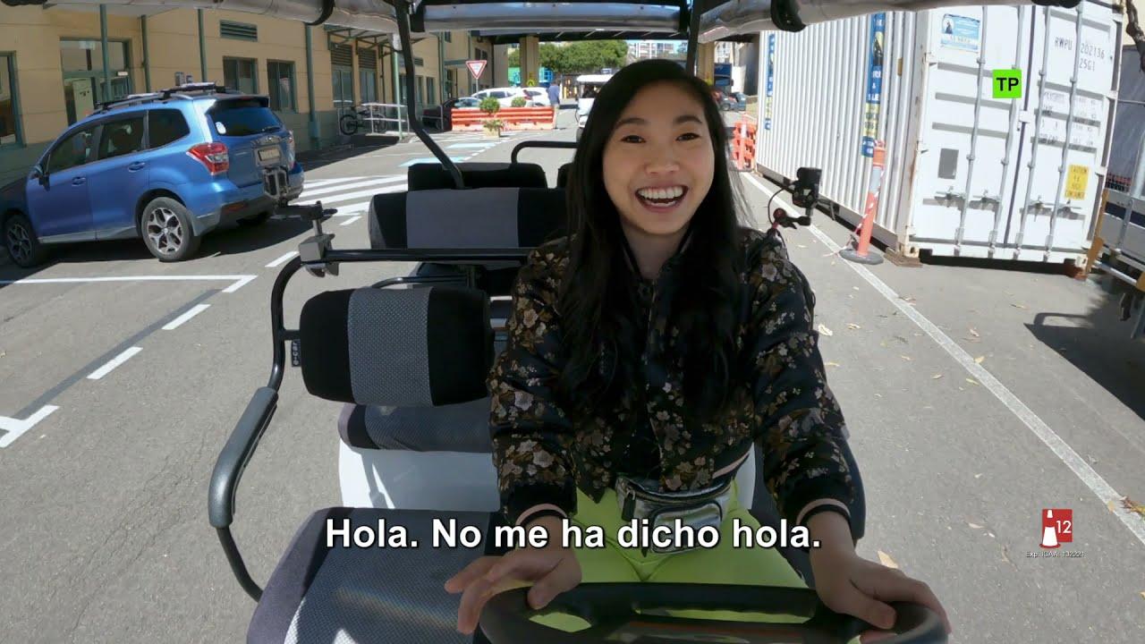 Shang-Chi y la Leyenda de los Diez Anillos | Making of: 'Al volante con Awkwafina' | HD