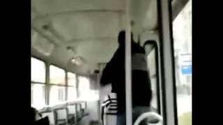 Borracho que se sube al bus sebero noselo pierdan