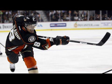 Selanne & Kariya headline NHL stars named to Hockey Hall of Fame
