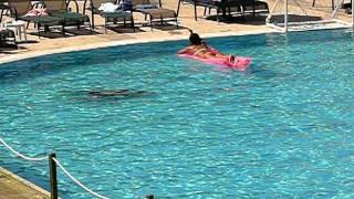 Сережа-Молодец! Сережа проплыл под водой 50 метров.