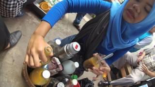 indonesia jakarta street food 985 bandung 39 misstraditional medicine hawker jamugendongkeliling5831