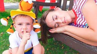 Vlad y Mama durmiendo en ovejas de granja