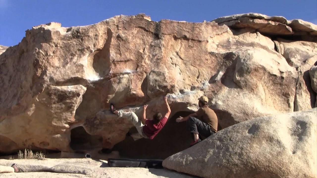 Bouldering False Hueco V1 And Traverse V2 In Outback Joshua Tree Ca