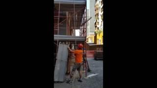 Smontaggio ponteggio a 30 m di altezza