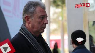 اتفرج  رواد معرض الكتاب يلتقطون «سيلفي» مع محمود حميدة