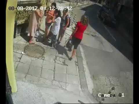 Мъж напада жени в центъра на София