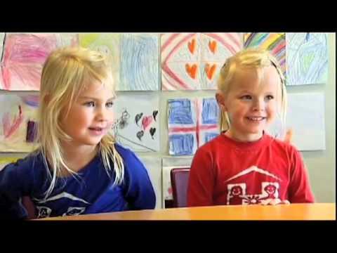 (Icelandic) fyrstu skrefin kids talking