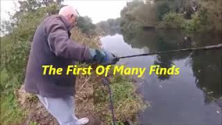 Non-Stop-Metal Items aus dem Fluss, suchen Fluss lea findet Magnetfischen