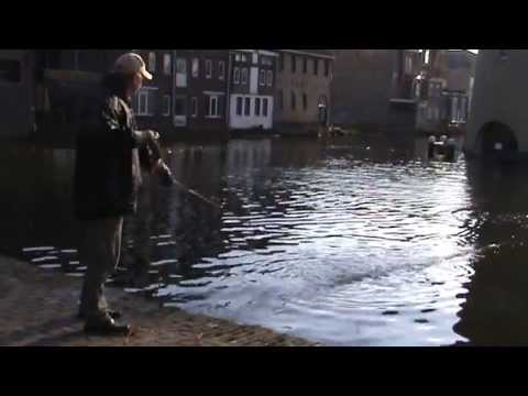 Magneetvissen magnet fishing schiedam youtube for Best places to magnet fish