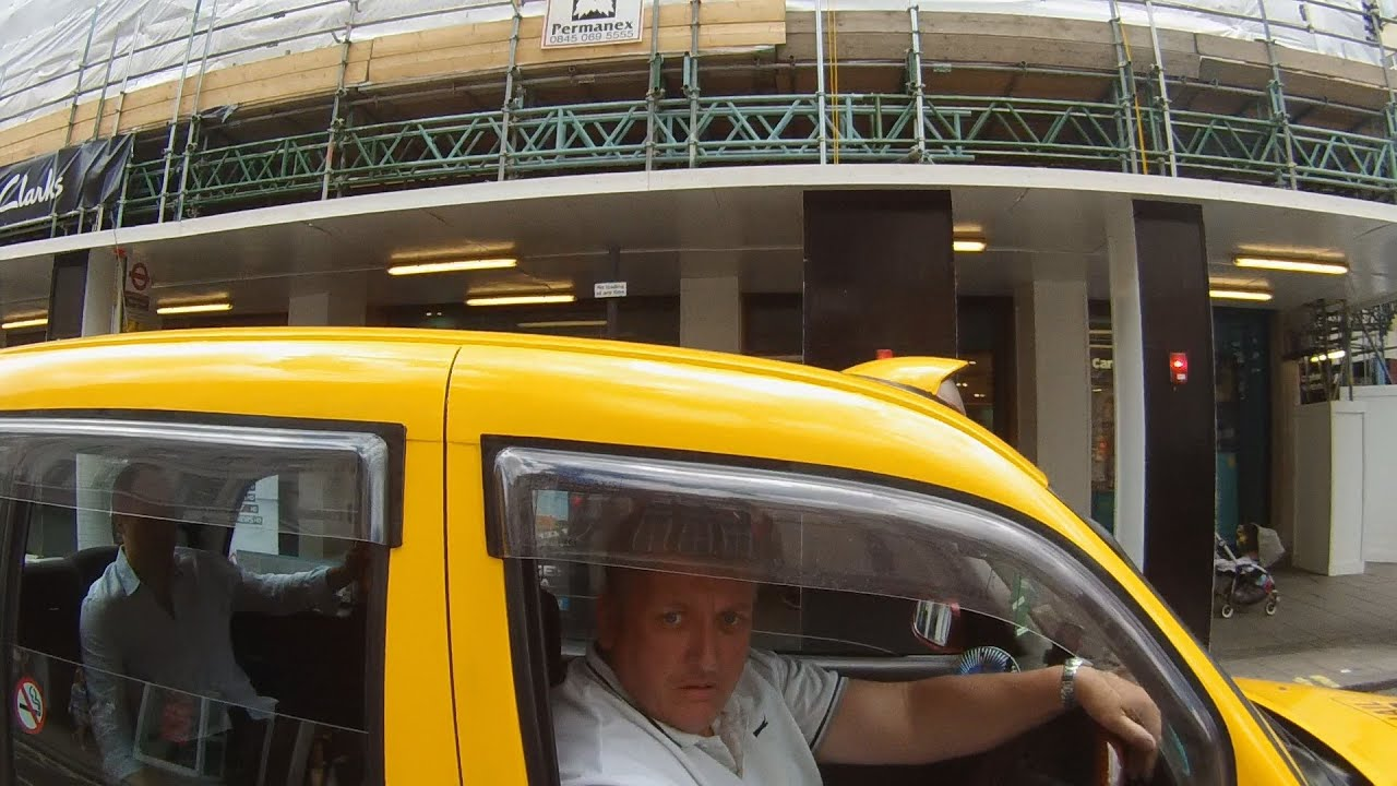 Close Pass at PInch Point by London Taxi – W648 UGY – 27939