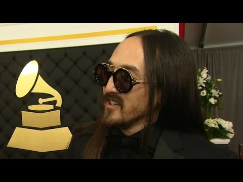 Steve Aoki interview on the red carpet