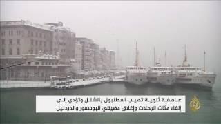عاصفة ثلجية تصيب إسطنبول بالشلل