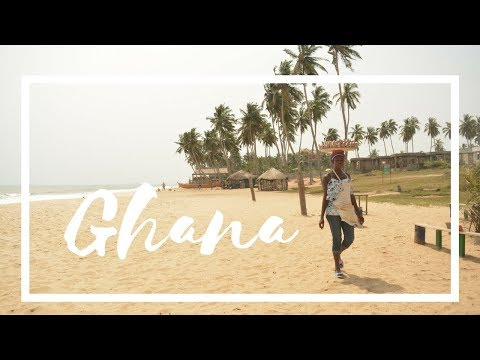Learning how to balance food on my head in Ghana - Travel Africa Vlog