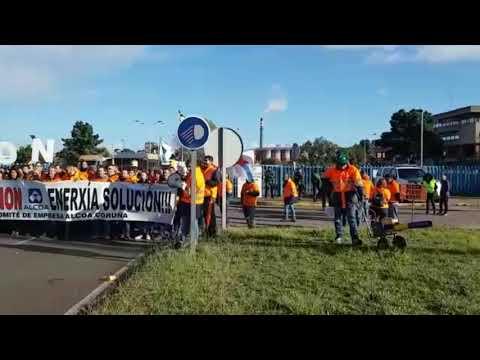 Los trabajadores se manifiestan a las puertas de Alcoa