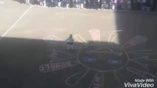 Обложка Маленькая девочка танцует на линейке 1 сентября Экибастуз