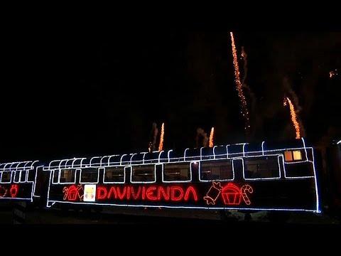 No Comment TV: Illuminated train chugs through Bogota bringing Christmas cheer
