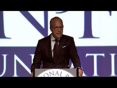 Lester Holt Accepts the 2018 Taishoff Award