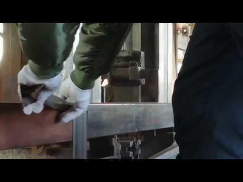 Tokobashira  ebony sawing.