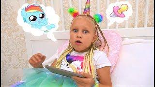 Сюрприз ПОД ДВЕРЬЮ для Алисы или Pony baby wants to play and eat !