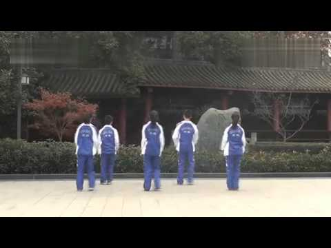 A kick-ass class break srtting-up exercise of Chengdu Shishi High School