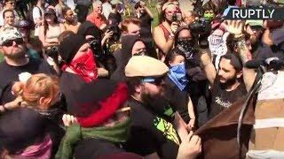 Suivez la manifestation sous haute tension en faveur de la liberté d'expression à Boston thumbnail