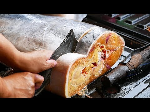 Thai Food - GIANT CATFISH CUTTING Aoywaan Bangkok Thailand