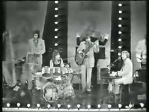 Carpenters - Bacharach Medley Live Part 2