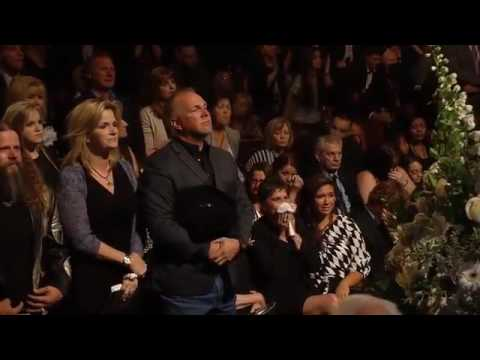 Vince Gill and Patty Loveless   Go Rest High On That Mountain at George Jones Funeral  Opry 002