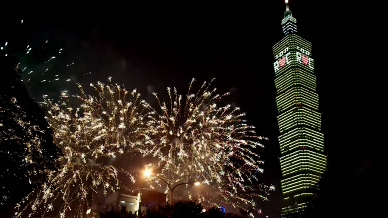 taipei 101 fireworks new year's eve and new year's day 2011 - youtube